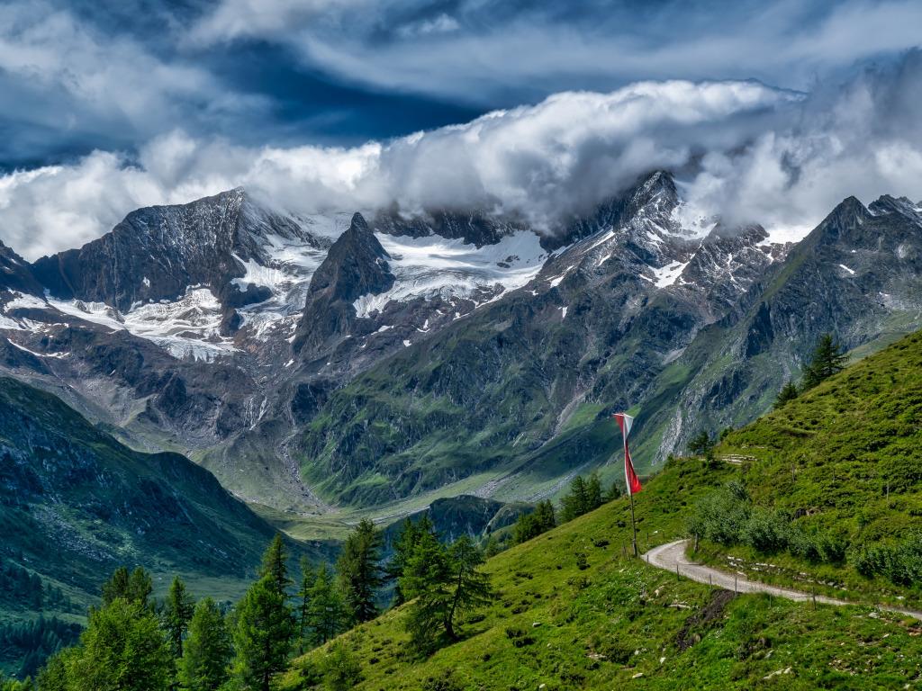 shveitsariia alpy gory skaly oblaka dolina ushchele sklon do