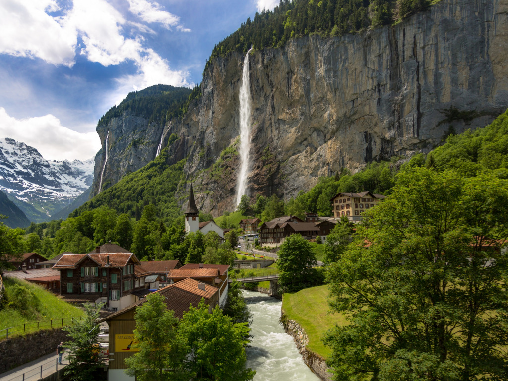 shveitsariia lauterbrunnen les gory skaly derevia vodopad re