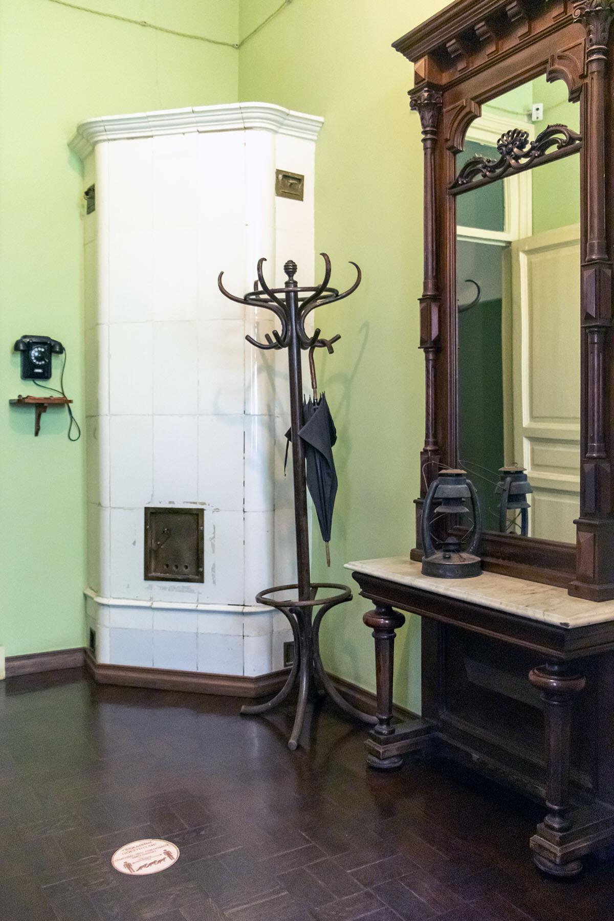 Лестница и прихожая в музее Анны Ахматовой в Фонтанном доме Петербурга IMG_2028-0.jpg